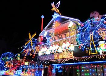 一般家庭とは思えない見事なクリスマスイルミネーション.png